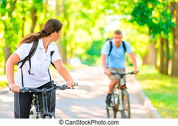 bábu woman, a parkban, képben látható, bicycles, alatt, a, reggel