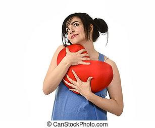 bájos, és, gyönyörű woman, mosolyog vidám, érzés, szerelemben, birtok, piros szív, alakít, vánkos