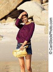bájos, fiatal, felfordulás életpálya, woman mosolyog, képben látható, tengerpart