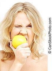 bájos, szőke, csípős, citrom