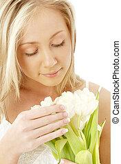 bájos, szőke, noha, fehér, tulipánok
