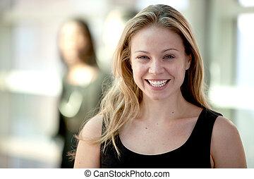 bájos, szőke, woman mosolyog, nagyjából