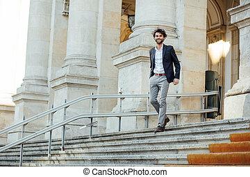 bâtiment, élégant, descendre, beau, escalier, homme