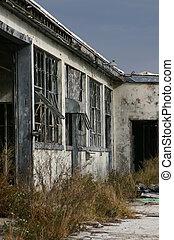 bâtiment, abandonné, ciel, assombrissement, contre