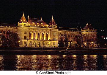 bâtiment, budapest, vieux, nuit