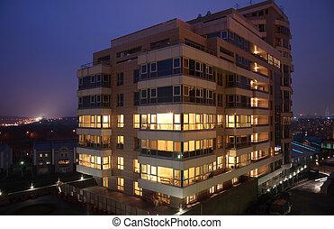 bâtiment bureau, à, soir