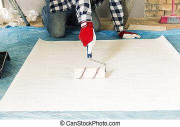bâtiment, concept, maison, papier peint, -, haut, enduire, réparation, mains mâles, fin, colle, rénovation, rouleau
