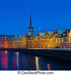 bâtiment, danois, børsen, vieux, échange, denmark., nuit, slotsholmen, renaissance, copenhagen., copenhague, central, stockage