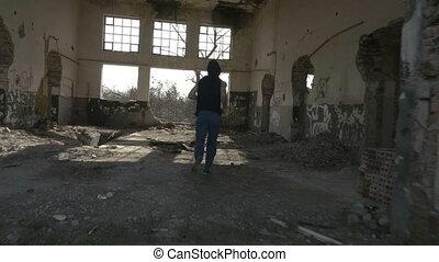 bâtiment, encapuchonné, abandonnés, jeune, jogging, homme