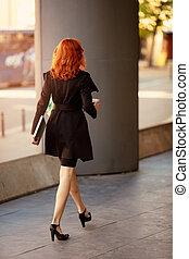 bâtiment, femme affaires, succesfull, manière