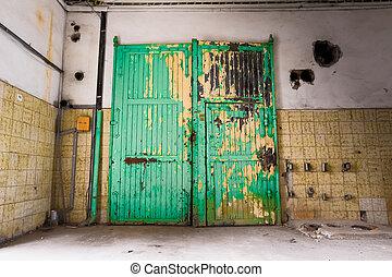 bâtiment, fermé, vieux, porte industrielle