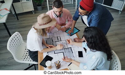 bâtiment, haut angle, regarder, conception, plan, concepteurs intérieurs, discuter, vue