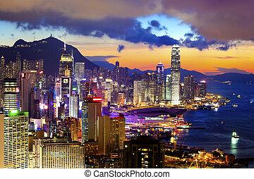 bâtiment, hong, bondé, kong, en ville, coucher soleil