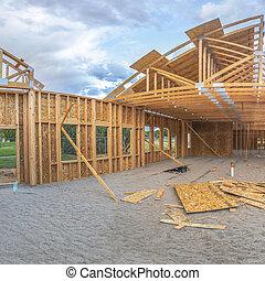 bâtiment, large, carrée, angle, construction, sous