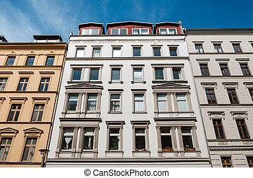 bâtiment, maison de plusieurs pièces, -, façade, rue, vue extérieure