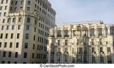bâtiment, nuages, stands, balcons, contre, colonnes