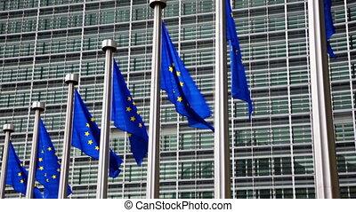 bâtiment, parlement, union, contre, drapeaux, européen