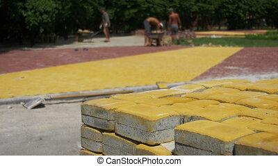 bâtiment, réparation, pierre, ville, processus, parc, sidewalk., pavage, ouvrier, pose