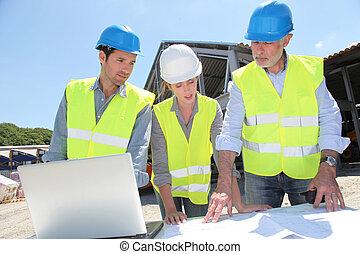 bâtiment, site industriel, gens fonctionnement