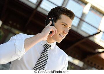 bâtiment, téléphone bureau, homme affaires, utilisation, intelligent