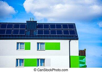 bâtiment, toit, panneaux solaires