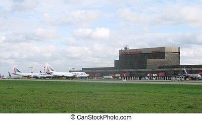 bâtiment, transaero, champ, aéroport, stand, avions