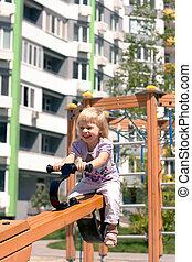 bâtiments, haut-ascension, balançoire, enfant