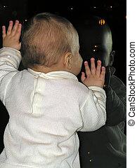 bébé, à, fenêtre