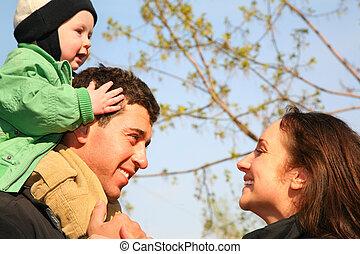 bébé, épaules, 2, famille