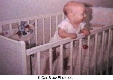bébé, (1964, vintage), berceau, heureux