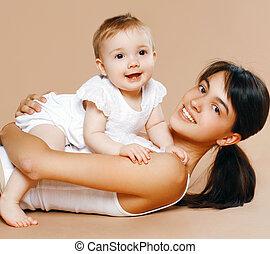 bébé, agréable, jeune maman