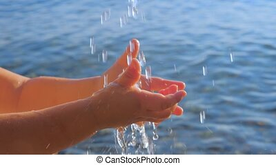 bébé, arrière-plan., lavage, pédiatre, nourrisson, boisson, mer, mains, doigts, marine, peu, ondulation, toucher, concept., hands., pédiatrie, eau propre, gouttes