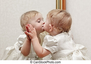 bébé, baisers, miroir