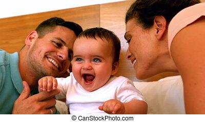 bébé, baisers, peu, parents, leur