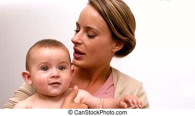 bébé, baisers, tenue, elle, mère