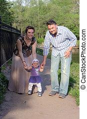 bébé, couple, promenade