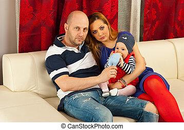 bébé, famille, divan