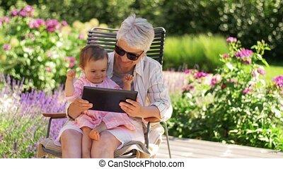 bébé, grand-mère, petite-fille, pc, tablette
