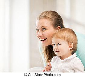 bébé, heureux, adorable, mère