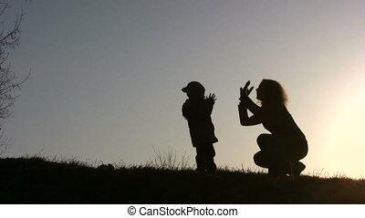bébé, jeu, coucher soleil, mère