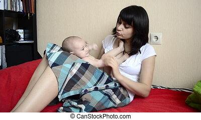 bébé, jouer, jeune, mère