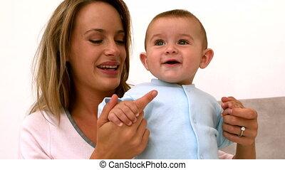 bébé, jouer, lit, mère
