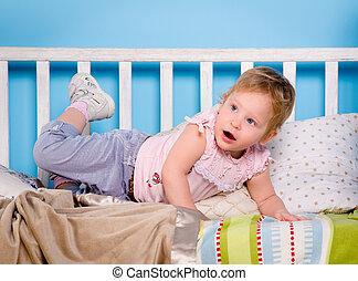 feuilles lit sous b b jouer heureux lit jouer image recherchez photos clipart. Black Bedroom Furniture Sets. Home Design Ideas