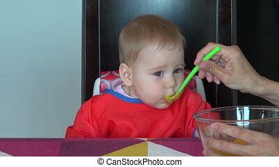 bébé, mère, alimentation