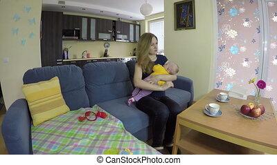 bébé, mère, balançoire