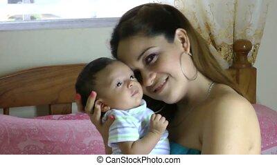 bébé, mère, maison, nouveau né