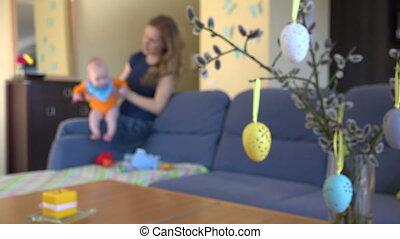 bébé, mère, temps pâques