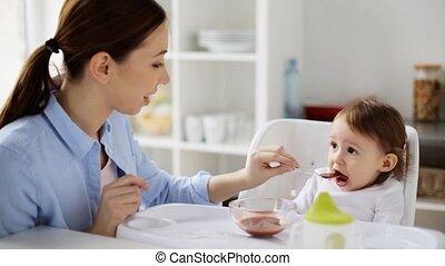 bébé, maison, alimentation, purée, mère