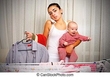 bébé, maison, mère, pleurer, fatigué