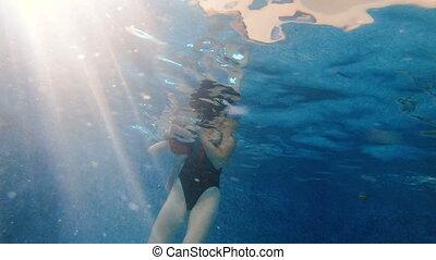 bébé, maman, elle, pool., natation, sous, water., piscine, plonge